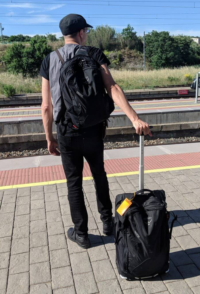 Rolling Carry On Backpacks We Love The Osprey Meridian 60l But There Are Alternatives Minimalist Travel